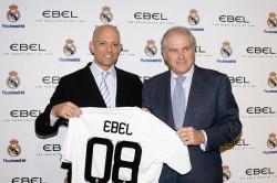 Bilden eine Allianz von Sport und Luxus: Thomas van der Kallen von Ebel (li.) und Real-Madrid-Präsident Ramón