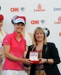 In Dubai gewann Anja Monke (l.) zum zweiten Mal in kurzer Zeit ein Golfturnier