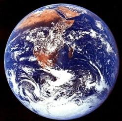 Die Erde dreht sich immer langsamer. Daher werden Schaltsekunden benötigt