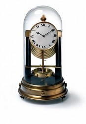 Das Ursprungsmodell aus dem Jahr 1928 wendet erstmals das geniale, temperaturabhängige Aufzugssystem an