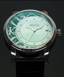 Exzentrisch im besten Sinne: Die Ex Zentro 1 von Kudoke mit Dreizeigeranzeige und Datum braucht sich hinter anderen schmuckhaften Uhren nicht zu verstecken