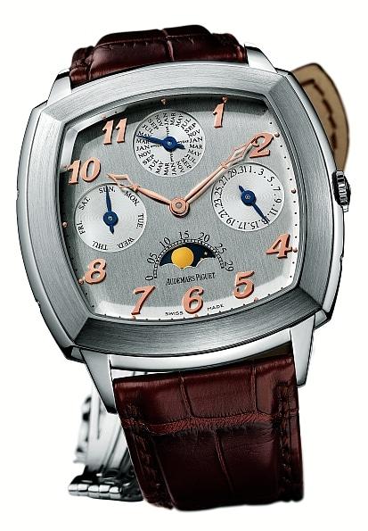 Der Ewige Kalender nimmt viele Elemente der historischen Taschenuhr auf, wie die Anordnung der Zähler und die Bezifferung