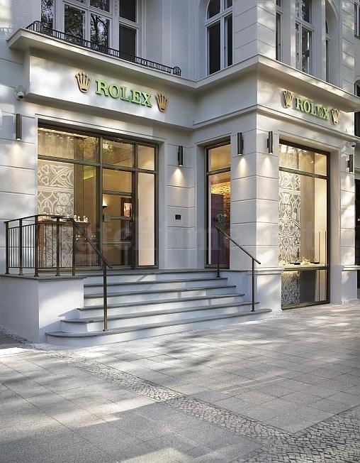 Stilvoll präsentiert sich die Roelx-Boutique innen wie außen