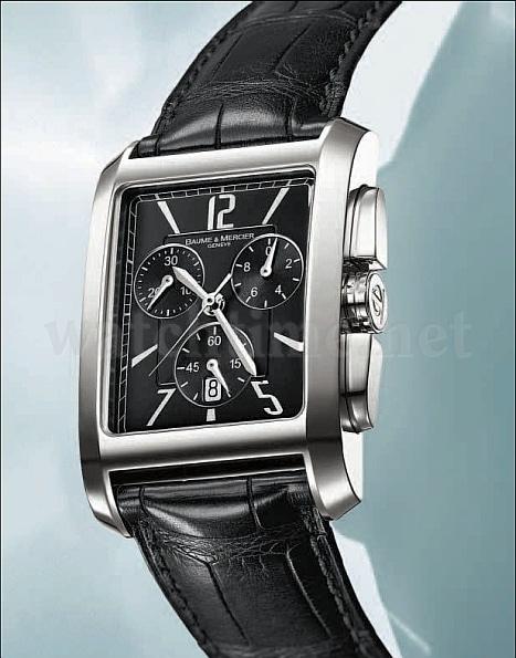Griffige Krone: Damit das Stellen der Uhr problemlos funktioniert, ist die Edelstahlkrone mit Furchen und Kanneluren versehen