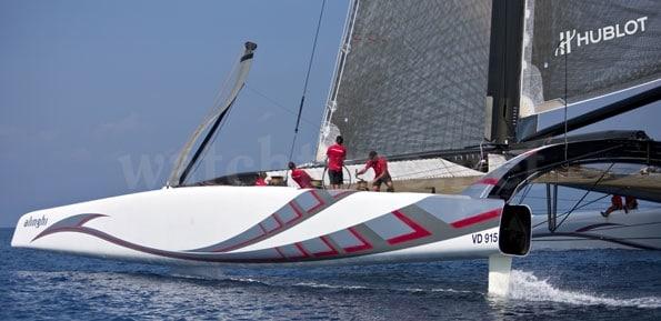 Nun glänzt das Hublot-Logo am neuen Alinghi-Boot