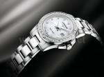 Bei der Conquest Watch von Longines mit Quarzwerk symbolisieren Diamanten und Edelstahl Eleganz und Sportlichkeit