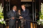 Ramesh Prabakhar von der Rivoli Group) und Jean-Frédéric Dufour, Präsident & CEO Zenith, bei der Eröffnung der weltweit größten Zenith-Boutique
