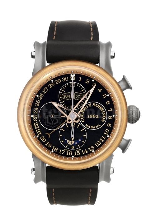 Soll an die Mündung einer Schiffskanone erinnern: die Gehäuseform der Pirata Chronograph Complete Calendar