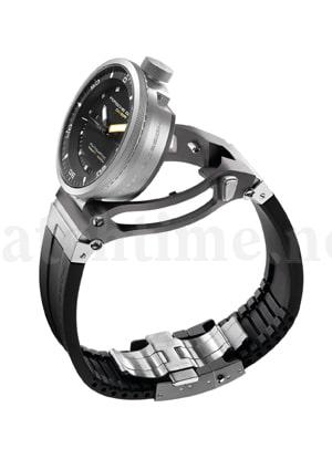 Die P'6870 Diver wird nur aufgeklappt, um die Uhrzeit zu verstellen