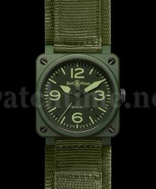 Uhrenmodell in Tarnfarbe: die Instrument Military Ceramic von Bell & Ross