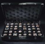 Kaliberkoffer mit vierzig verschiedenen Uhrwerken