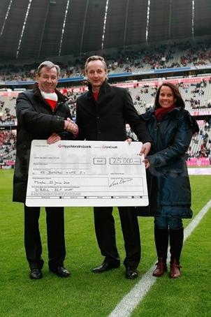 Karl Hopfner (FC Bayern Hilfe e.V.), Loek Oprinsen und Dominique Heberling (beide Ebel)