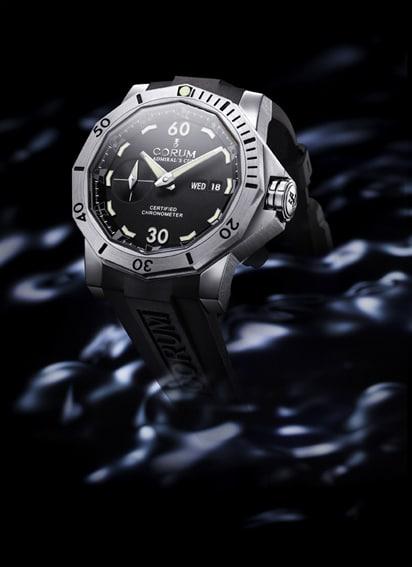 Zwölf nautische Flaggensymbole dienen auch als Stundenmarkierung der Seafender 46 Dive