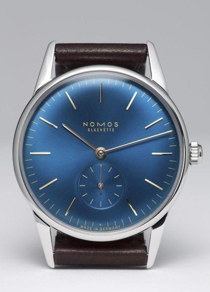 Sommerliches Bicolor: Das Blau des Zifferblatts verleiht der Orion-Sonderauflage ihre Frische.