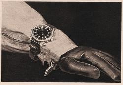 Beobachtungsuhren trug man mit einem Langriemen über der Montur am Handgelenk. Sie mussten einen präzisen Gang aufweisen und schnell ablesbar sein