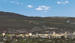 Biel liegt am Fuße des Juragebirges, wo die Uhrmacherei seit dem 18. Jahrhundert ihre Wurzeln hat