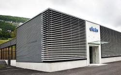 Standort: Die Firma Elwin stellt in diesem im Juni 2010 bezogenen modernen Bau in Belprahon hochwertige Präzisionsdrehteile her
