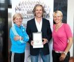 Silvia Neid (Trainerin der deutschen Frauenfußball-Nationalmannschaft), Markus Wojnar (Geschäftsführer Maurice Lacroix Deutschland) und Doris Fitschen (Managerin der Frauen-Nationalmannschaft)
