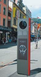 Werbesäulen mit den Namen Bieler Uhrenmarken sieht man in vielen Straßen der Stadt