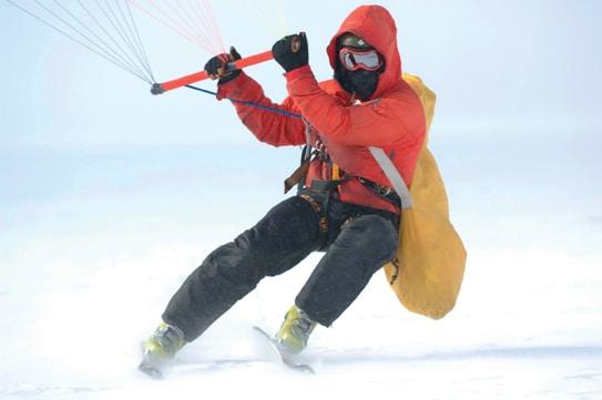 Einen Teil seiner Strecke wird Nilson auf Skiern mit Gleitsegel zurücklegen