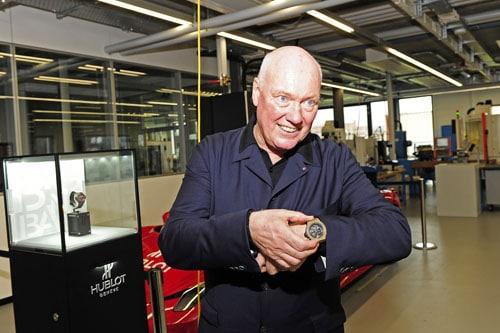 Jean-Claude Biver, CEO Hublot, mit einem der ersten Stück aus Magic Gold
