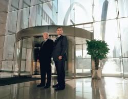 Zweimal Vater und Sohn: die Markeninhaber Philippe und Thierry Stern