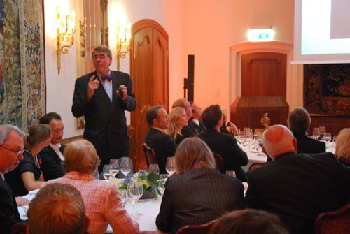 Gisbert L. Brunner führt spannend durch den Abend