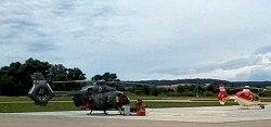 Letzte Überprüfung des Hubschraubers kurz vor dem Schauflug