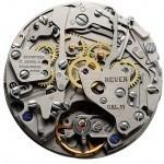 Unsichtbare Automatik: Der Mikrorotor des Kalibers 11 liegt unter dem Chronographenmodul. Das Werk fällt eingeschalt im Gehäuse vor allem durch die Krone auf der linken Seite und die Drücker auf der rechten auf