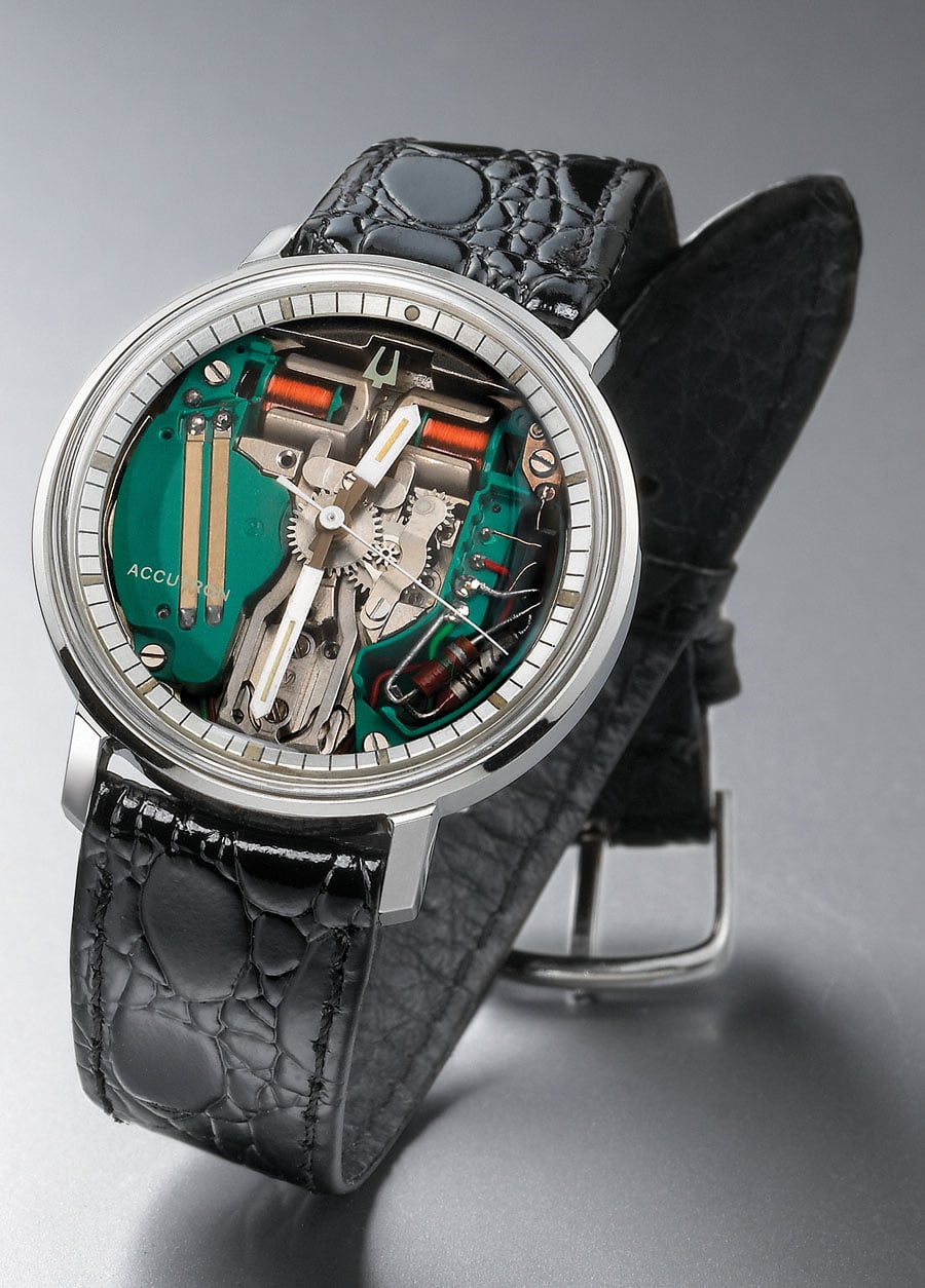 Bulova Accutron in der Version Spaceview: Was als Marketing-Gag für das Schaufenster geplant war, wurde in Wirklichkeit zum Verkaufsschlager. Ohne Zifferblatt lässt die Accutron einen tiefen Einblick in die Elektromechanik zu. Stimmgabel und Spulen liegen offen im Sichtfeld des Uhrenträgers