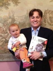 Prof. Dr. med. Kenko Cupisti und Tochter Luisa mit der ersten Chronos