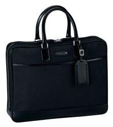 Montblanc verziert auch seine Taschen mit dem Markenschriftzug und dem weißen Stern