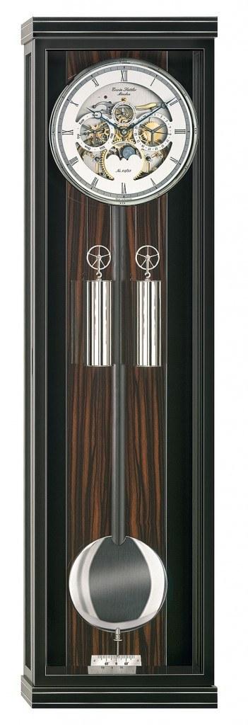 Der Monatsläufer Aperia von Erwin Sattler aus der beliebten Classica-KS-100Serie ist auf 58 Exemplare limitiert und besitzt ein skelettiertes Zifferblatt.