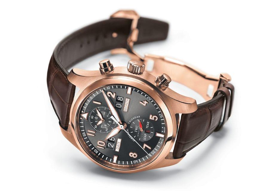 Die Spitfire Perpetual Calendar Digital Date-Month (Ref. 3791) kombiniert geschmackvolles Design mit höchster Uhrmacherkunst. Sie zeigt als erste IWC-Fliegeruhr Datum und Monat in digitaler Form mit vier grossen Ziffern an