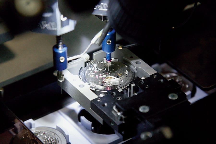 Moderne Produktion: Sukzessive hat Nomos in den vergangenen Jahren die Fertigungstiefe ausgebaut und Arbeitsschritte automatisiert, um seine Unabhängigkeit zu bewahren