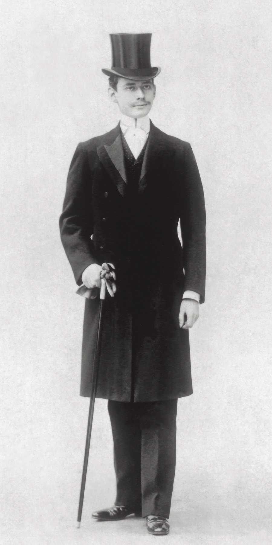 Louis Cartier, Sohn des Firmengründers Louis-François, baut Cartier als Luxusatelier für Uhren und Schmuck auf. Das bis heute bestehende weltweite Renommee verdankt das Unternehmen ihm