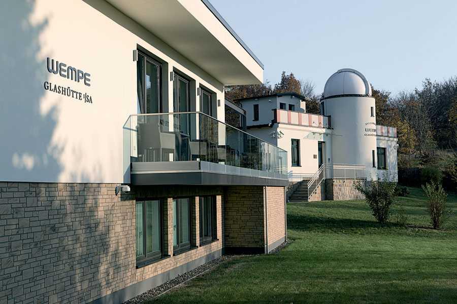 In der 2005 wiedereröffneten Sternwarte in Glashütte beschäftigt Wempe mittlerweile 55 Mitarbeiter. Hier finden auch die deutschen Chronometerprüfungen statt