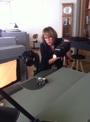 Die Fotografin Evelyne Perroud beim Fotoshooting in der Manufaktur.