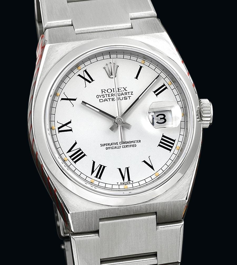Mit Batterie: Aus dem Jahr 1979 stammt die Rolex Oysterquartz Datejust. Das Gehäuse aus Edelstahl ist anders geformt, zudem ist diese Uhr nur mit einem fest mit dem Gehäuse verbundenen Band zu haben.