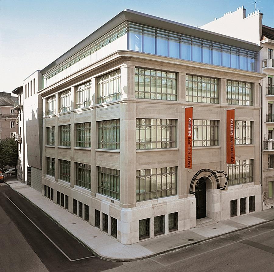 Im Museum Patek Philippe erschließt sich neben der Geschichte des Unternehmens auch der Werdegang der Uhrmacherei in Genf und ganz Europa. Das Angebot an die Besucher umfasst drei Stockwerke – es empfiehlt sich also, eine Führung zu buchen.