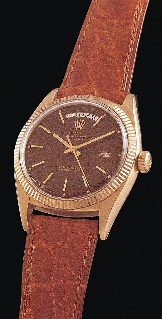 Ebenfalls 1956 ist die Uhr in Roségold und mit einem Krokodillederband erhältlich. Damals kommt das Kaliber 1055 zum Einsatz – noch ohne Schnellverstellung