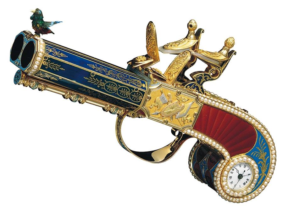 Während der Aufklärung beginnen die Uhrmacher Automaten zu bauen, die Gegenstände, Menschen und Tiere nachahmen. Auf dem Lauf der Pistole aus Genf (um 1810) sitzt ein singender Vogel.