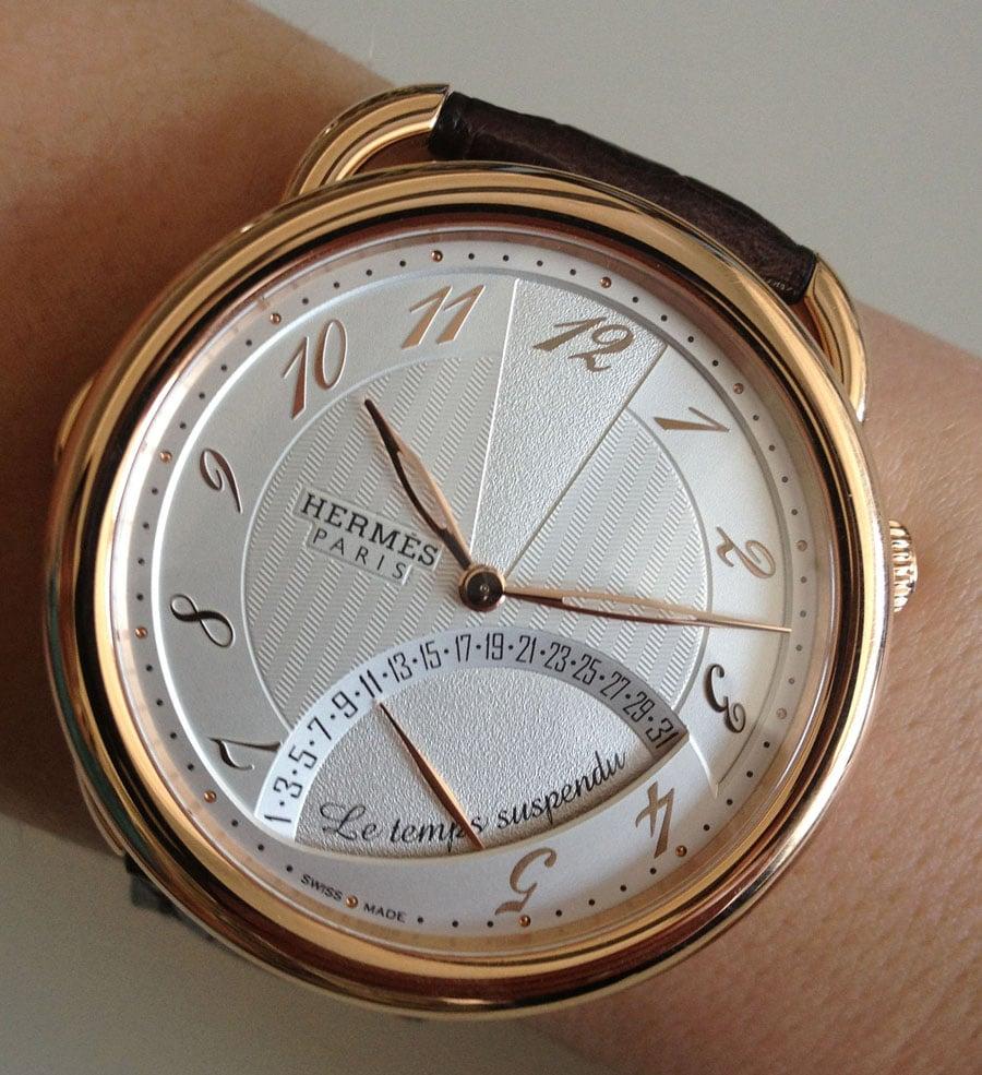 Die Hermès Arceau Le temps suspendu mit normaler Zeigerstellung
