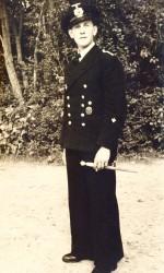Sommer 1944: Heinz Günter Lehmann in Uniform. Seine Initialen (GL) befinden sich auf dem Gehäuseboden der Uhr. Foto: Archiv Ehlers & Wiegmann