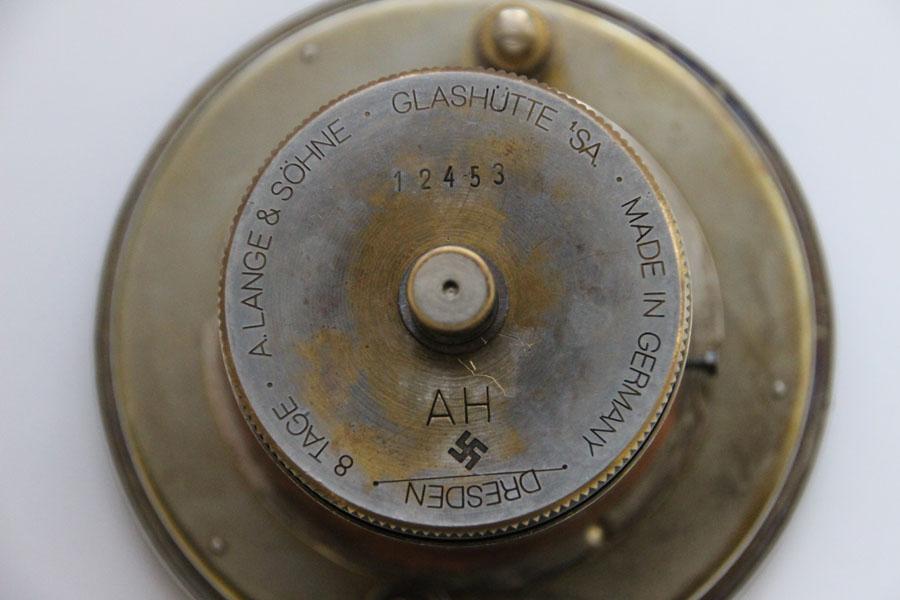 A. Lange & Söhne: Einbau-Uhr mit fragwürdiger Gravur