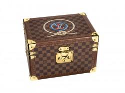 Louis Vuitton: Uhrenkoffer mit handgemaltem Logo
