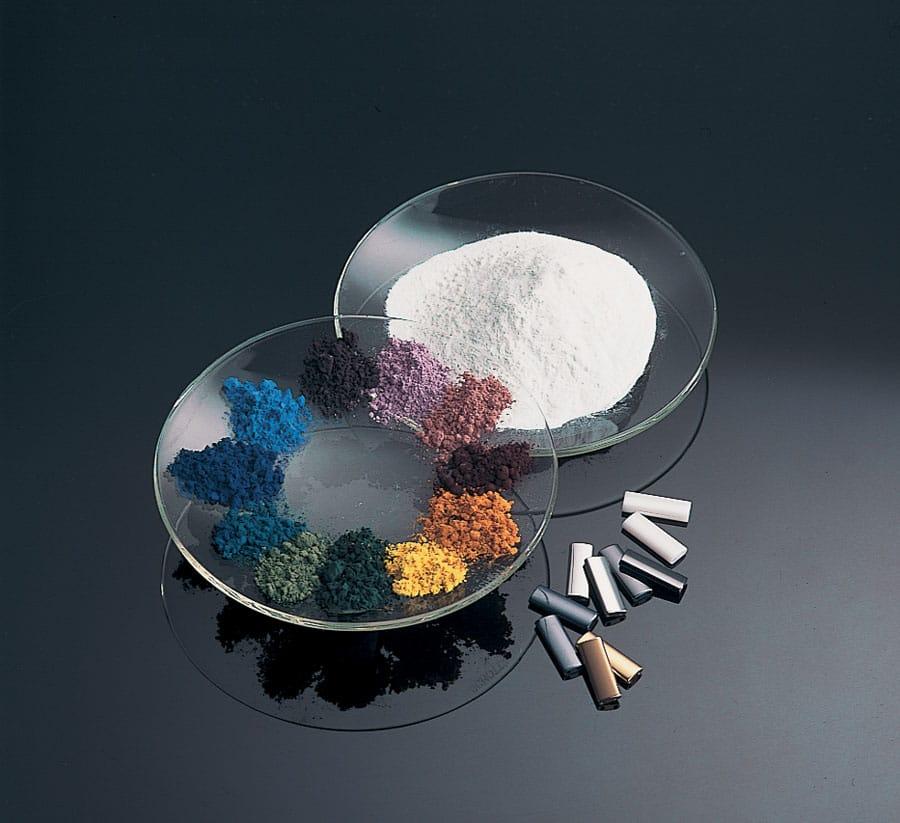 Die Verarbeitung von Zirkonoxidkeramik erfolgt anfänglich allein mit Hilfe von Pressverfahren und anschließendem Sintern oder per CIM