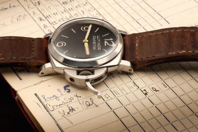 Der im Jahr 1956 patentierte Kronenschutzbügel ist eines der bekanntesten Merkmale der Panerai-Uhren aus den 1950er Jahren. Foto: Jörg Wischmann°
