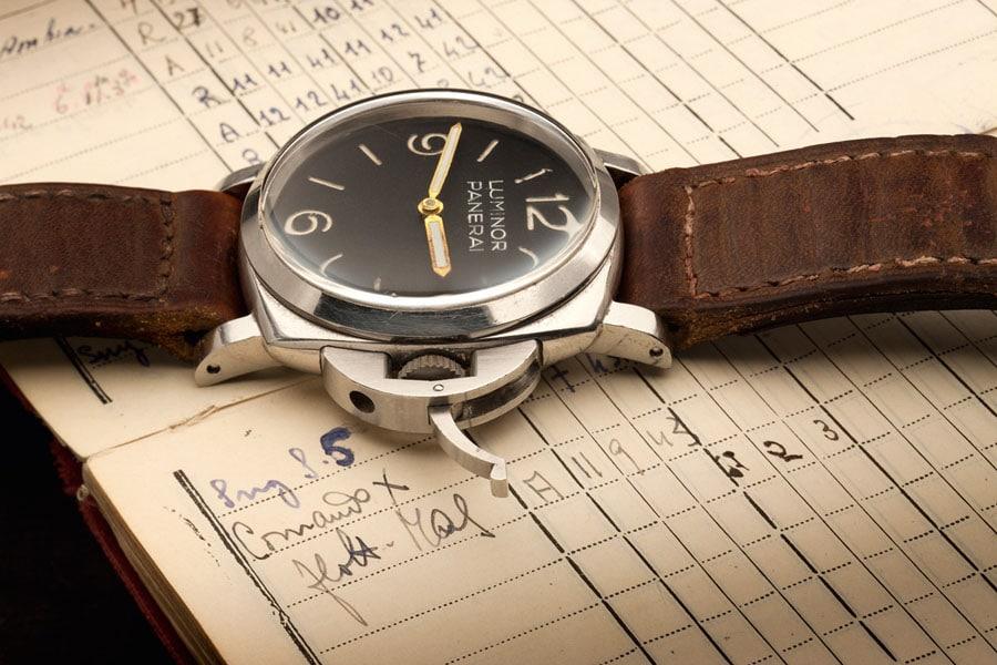 Der im Jahr 1956 patentierte Kronenschutzbügel ist eines der bekanntesten Merkmale der Panerai-Uhren aus den 1950er Jahren. Foto: Jörg Wischmann