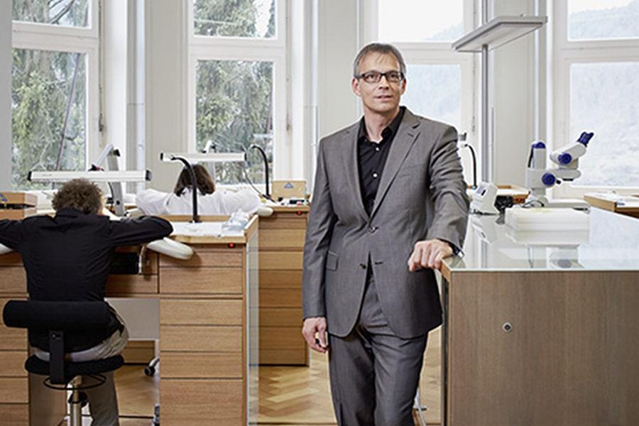 Markus Lehmann im Uhrenatelier